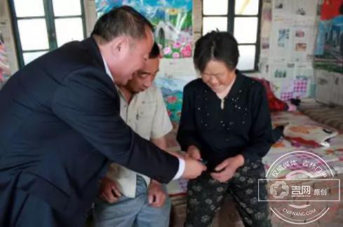 东辽县社保局助力扶贫 为适龄贫困农户送福音