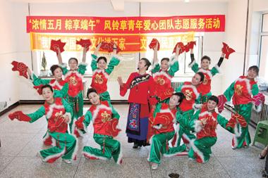 共青团龙山区委组织青年志愿者开展志愿服务活动