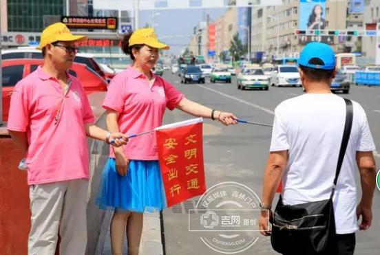 见义勇为志愿者参与交通整治活动